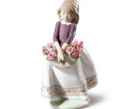 تمثال فتاة مع زهور - طبعة محدودة, small