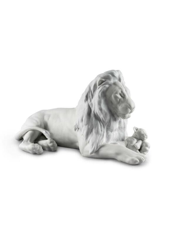 Lion With Cub Figurine, large
