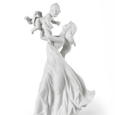 تمثال صغير للحبيبة الأم الصغيرة.